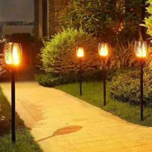 2 stk. flammende LED fakler på spyd med solceller til haven