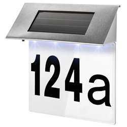 Husnummer med solcellelampe